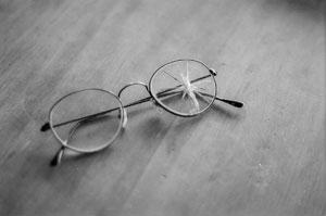 broken_eyeglasses.jpg